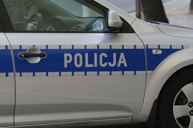 Interwencja policji wobec nastolatków (zdjęcie ilustracyjne) tvnwarszawa.pl