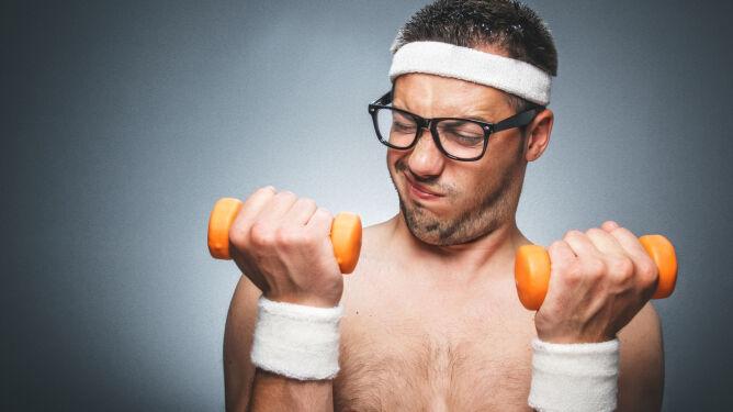 Wada wzroku a trening. <br />Co wybrać: soczewki czy okulary?